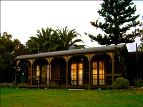 Sunset Cottage - Accommodation Coffs Harbour