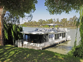 Moving Waters Self Contained Moored Houseboat - Accommodation Coffs Harbour