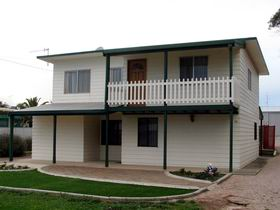 Louth Bay Holiday Apartment - Accommodation Coffs Harbour