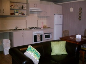 Little Para Cottage - Accommodation Coffs Harbour
