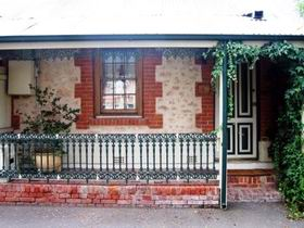 The Lion Cottage - Accommodation Coffs Harbour