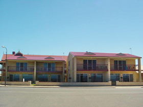 Tumby Bay Hotel Seafront Apartments - Accommodation Coffs Harbour