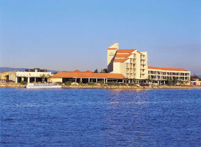 The Lakes Resort Hotel - Accommodation Coffs Harbour