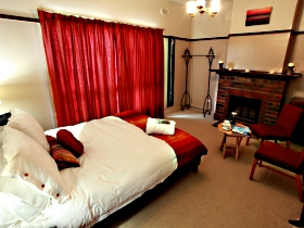 Old Cable Station Colonial Retreat - Accommodation Coffs Harbour
