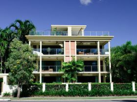 Cairns Beachfront Apartment