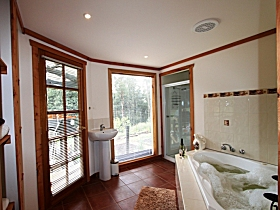 Love Grove Guest House - Accommodation Coffs Harbour