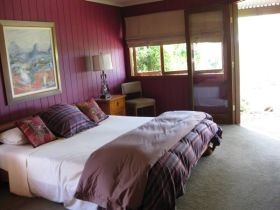 French Cottage and Loft - Accommodation Coffs Harbour