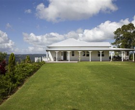 Montville Lake Terrace - Accommodation Coffs Harbour