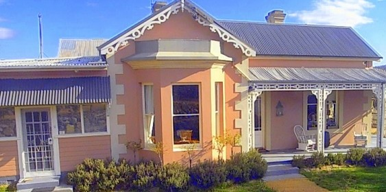 Cromwell House - Accommodation Coffs Harbour