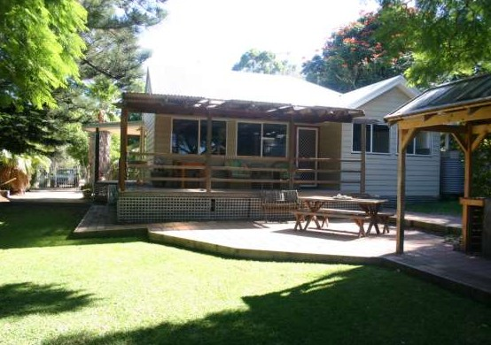 Pine Cottage - Accommodation Coffs Harbour