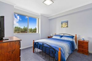 Lakeside Waterfront Apartment 18 - Accommodation Coffs Harbour