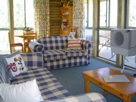 Myrtle Creek Cottages - Accommodation Coffs Harbour