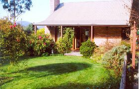 Canowindra Cottage - Accommodation Coffs Harbour