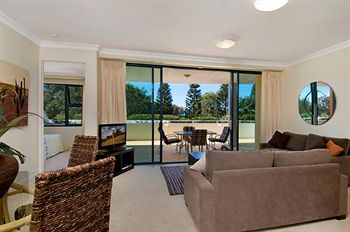 Santorini Twin Waters - Accommodation Coffs Harbour