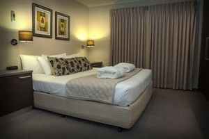 Eltham Gateway Hotel - Accommodation Coffs Harbour