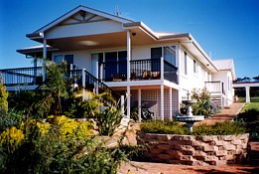 Lovering's Beach Houses - The Whitehouse Emu Bay - Accommodation Coffs Harbour