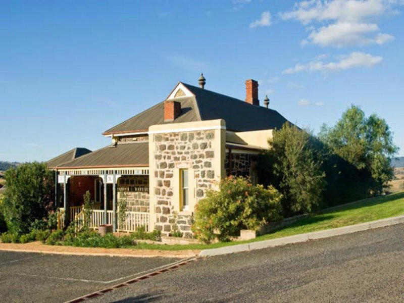 Hermitage Hill Resort - Accommodation Coffs Harbour