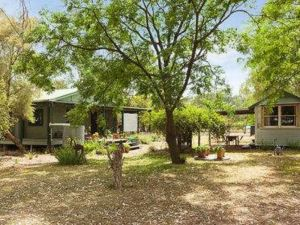 Red Tractor Retreat - Accommodation Coffs Harbour