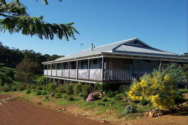 Blue House Bed and Breakfast - Accommodation Coffs Harbour
