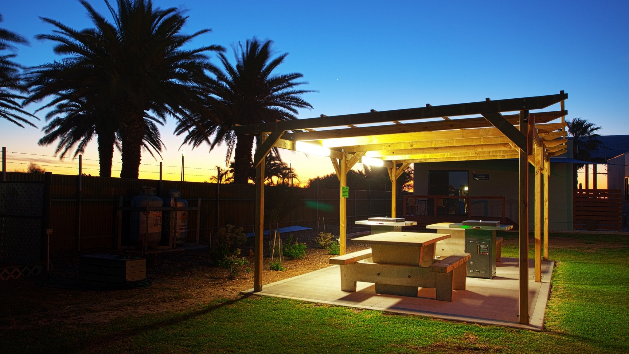 Discovery Parks - Adelaide Beachfront - Accommodation Coffs Harbour