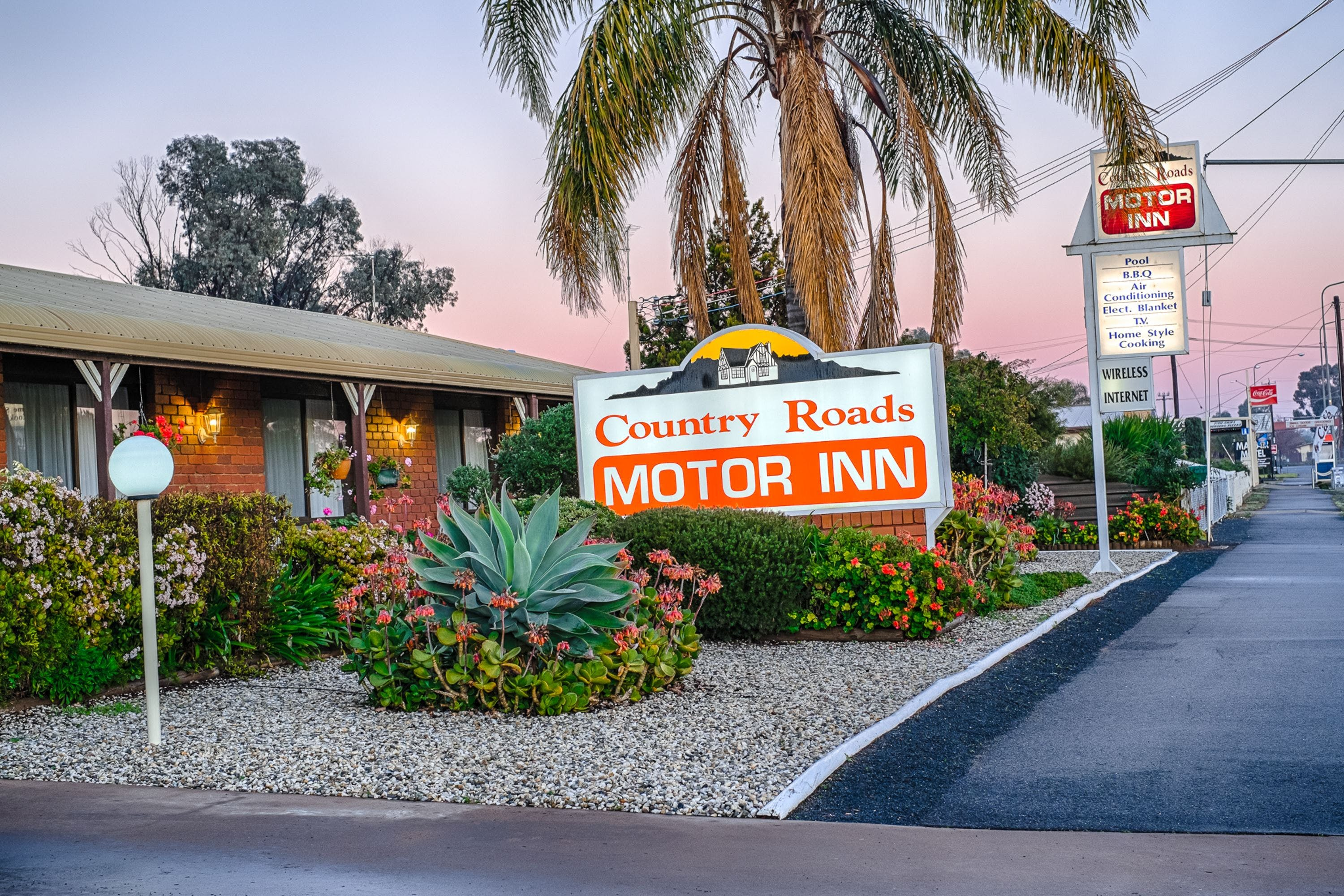 Country Roads Motor Inn - Accommodation Coffs Harbour