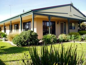 Bells By The Beach Holiday House - Accommodation Coffs Harbour