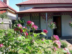 Airleigh - Rose Cottage - Accommodation Coffs Harbour