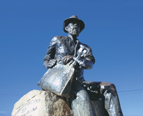 Paddy Hannans Statue - Accommodation Coffs Harbour