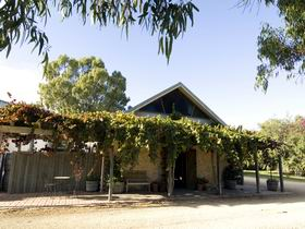 Lake Breeze Wines - Accommodation Coffs Harbour