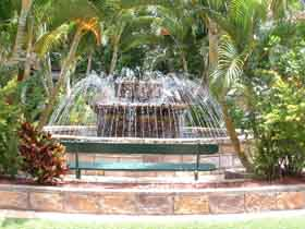 Bauer and Wiles Memorial Fountain - Accommodation Coffs Harbour