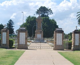 Warwick War Memorial and Gates - Accommodation Coffs Harbour