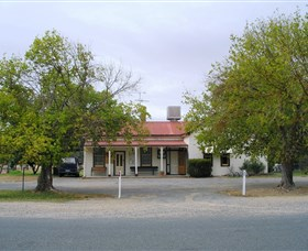 Round Hill Hotel - Accommodation Coffs Harbour