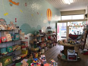 Vintage Toy Box - Accommodation Coffs Harbour