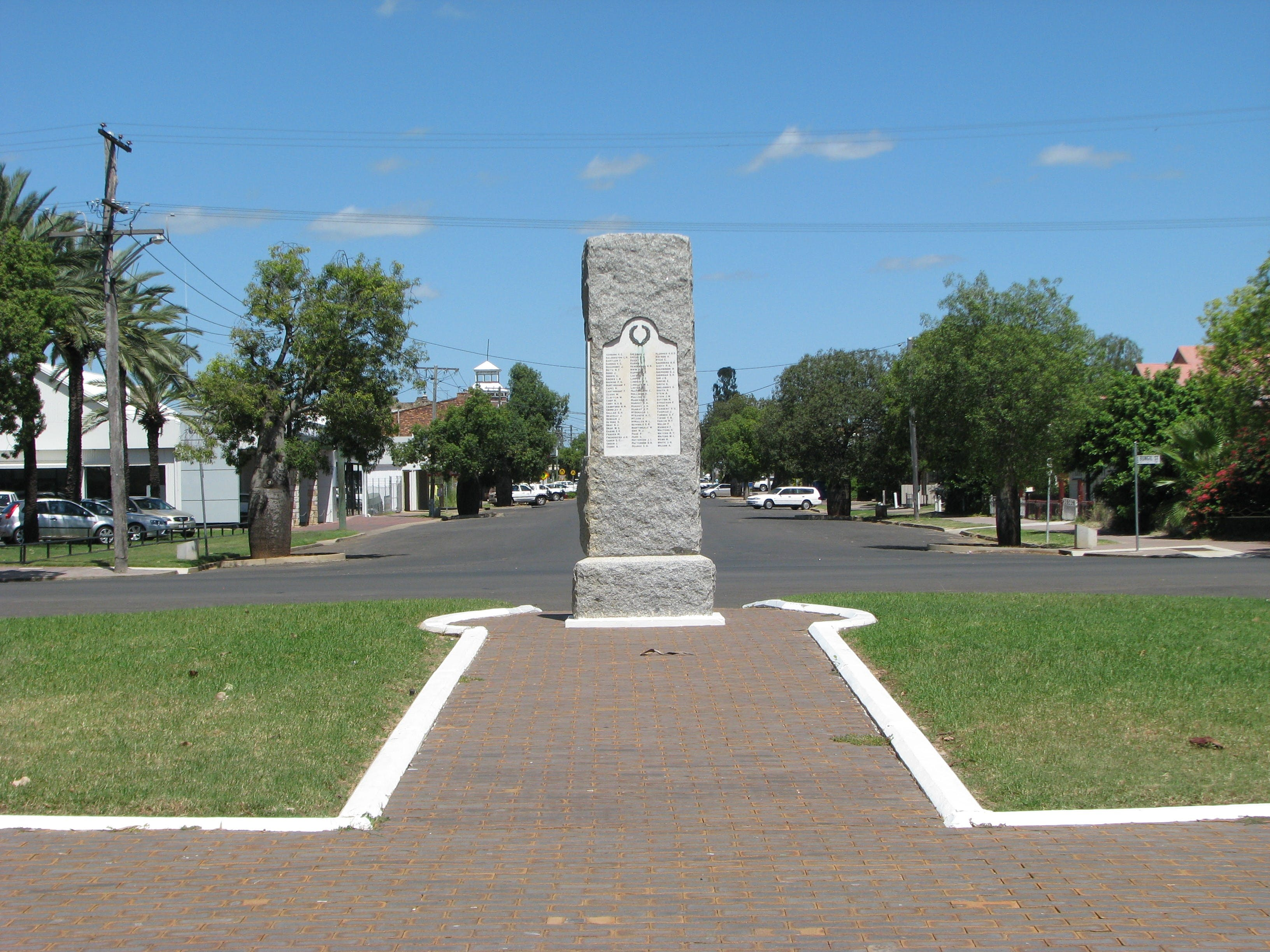 War Memorial and Heroes Avenue Roma - Accommodation Coffs Harbour