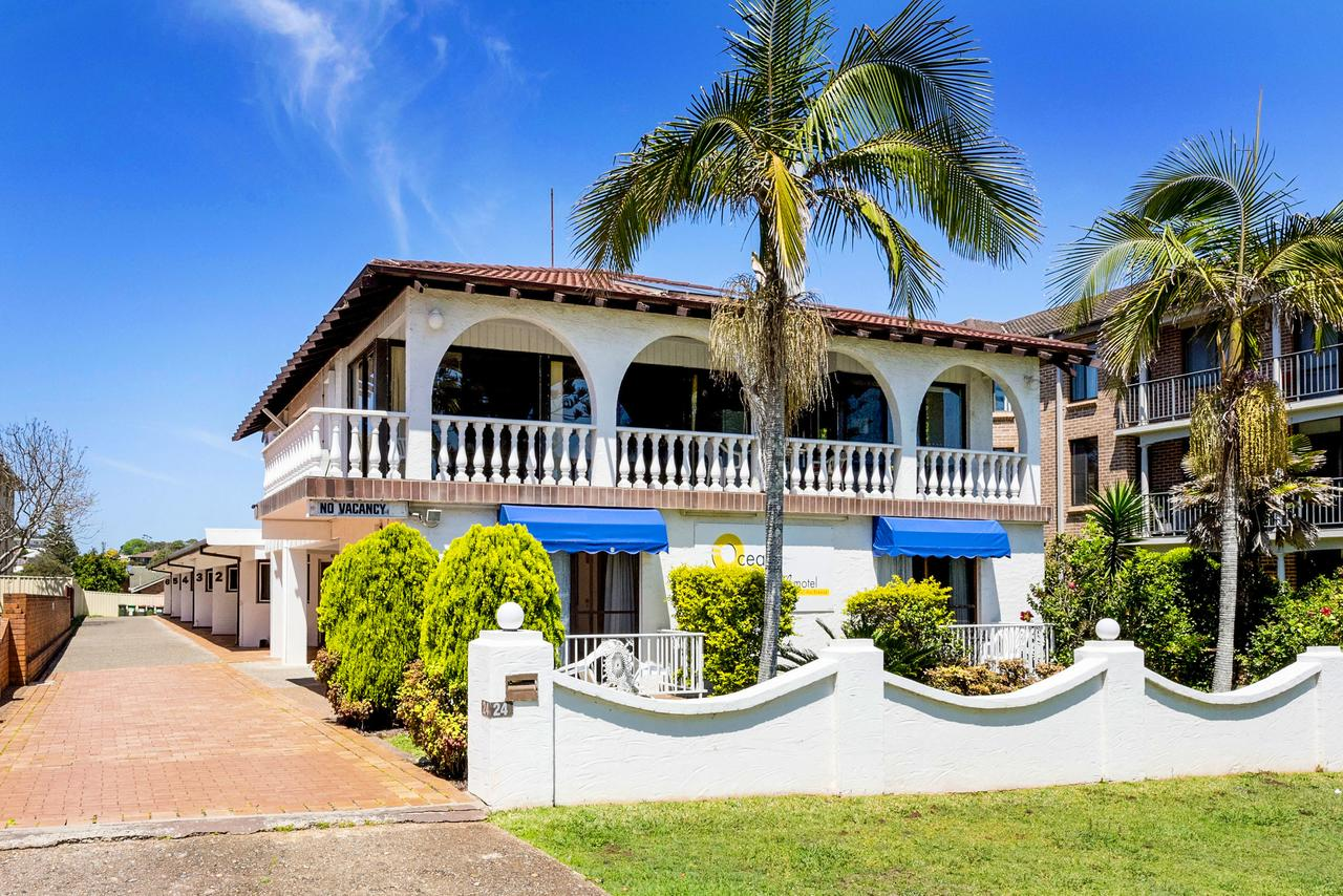 OCEAN BREEZE MOTEL - Accommodation Coffs Harbour