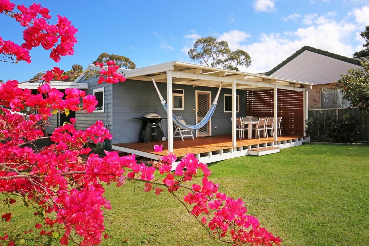 Hayes Beach House - Jervis Bay - Pet Friendly - Accommodation Coffs Harbour