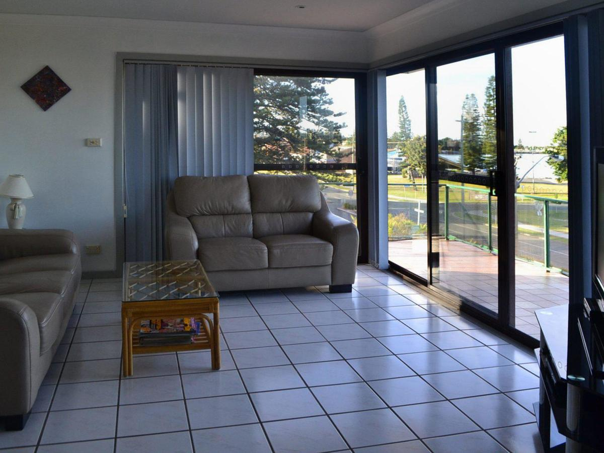 Oxley 8 at Tuncurry - Accommodation Coffs Harbour