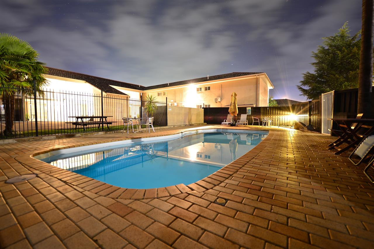 Winning Post Motor Inn - Accommodation Coffs Harbour
