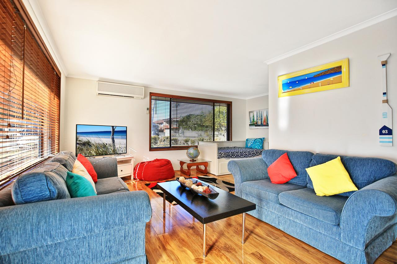 Sandy Toes Beach House Jervis Bay - 2min to Beach - Accommodation Coffs Harbour
