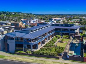 Lennox Holiday Apartments - Accommodation Coffs Harbour