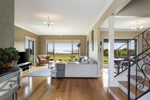 LUXURY WATERFRONT FAMILY HOME-TASMANIA I-L'Abode - Accommodation Coffs Harbour