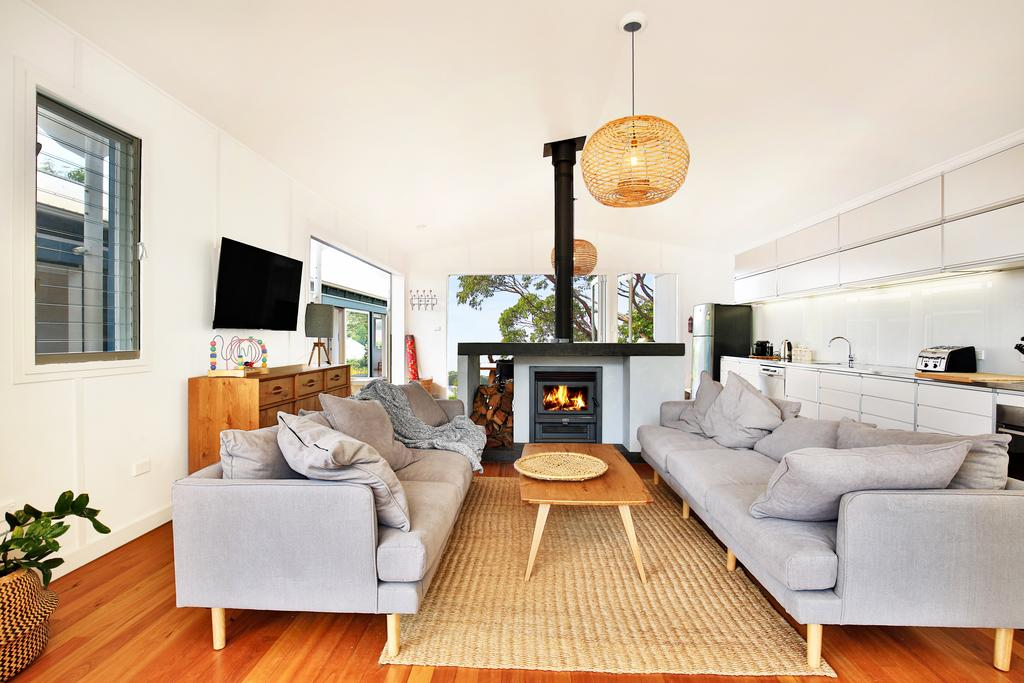 Ayana Beach House - Pet Friendly - Opposite Beach - Accommodation Coffs Harbour
