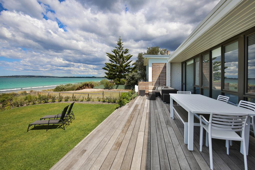 Azure Absolute Beachfront - Pet Friendly - Accommodation Coffs Harbour