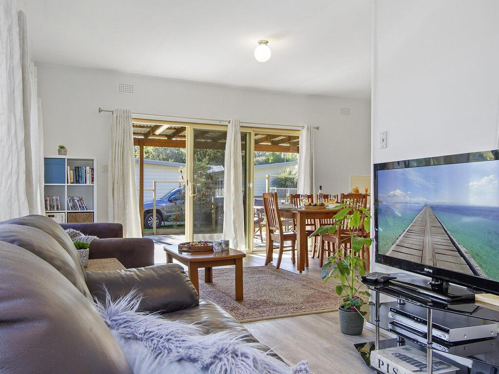 Beach Escape  Currarong - basic family accommodation - Accommodation Coffs Harbour